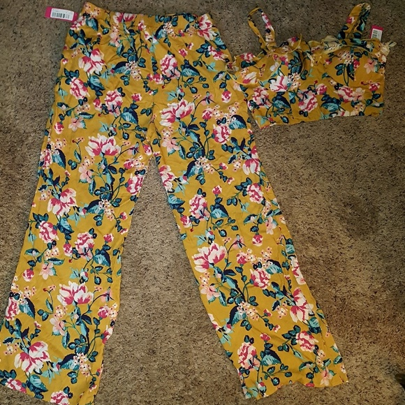 Other - Floral bralette and pants set